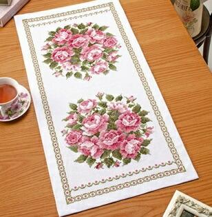 Olympusクロスステッチ刺繍キット1195 「テーブルセンター・スウィートローズ」 オリムパス オノエ・メグミの美しい花たち テーブルクロス バラ