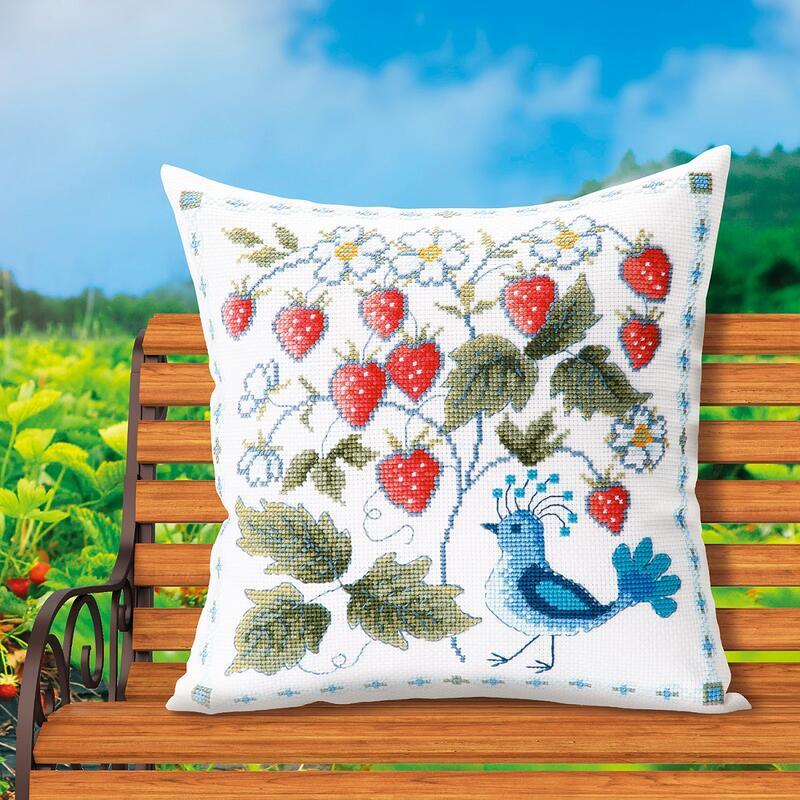 オノエ・メグミ刺しゅうキットシリーズ Olympusクロスステッチ刺繍キット No.6063 「ワイルドストロベリーと鳥」 クッション40×40cm オリムパス 花咲く庭の小さな物語