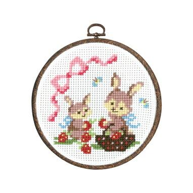Olympusクロスステッチ刺繍キット7483 「ウサギのイチゴ摘み」 森のかわいいなかまたち 第2弾 Animal forest オリムパス
