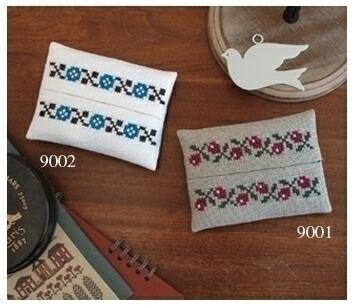 Embroidery Kit designed by Saori Obata. Olympusクロスステッチ刺繍キット 小幡小織のかわいいクロスステッチ・ティッシュケース