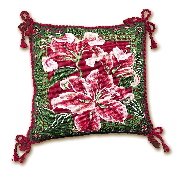 RIOLISクロスステッチ刺繍キット No.656 「The Lilies」 Cushion (百合 ユリ クッション40cm角) ロシアの刺しゅうメーカー「リオリス」製ししゅうキット