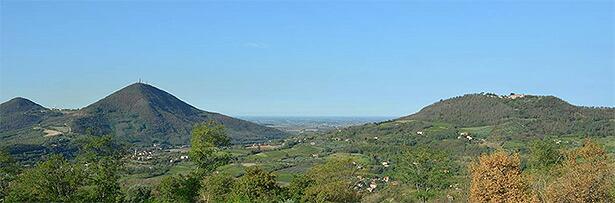 コッリ エウガネイの2つの特徴的な丘