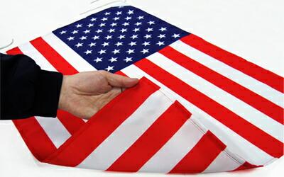 国旗が綺麗に裏まで染まっている