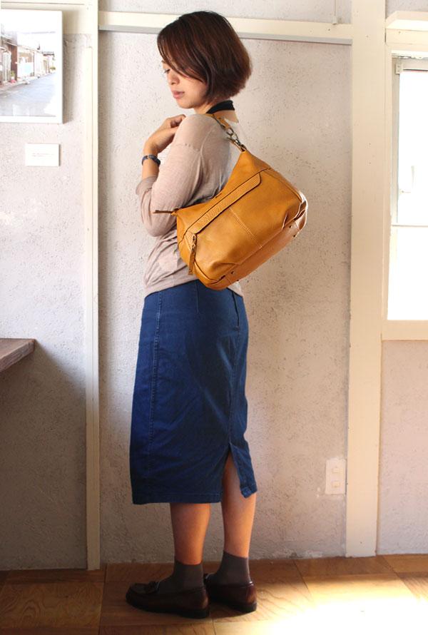 手持ちでハンドバッグにもなる嬉しいダコタのバッグ