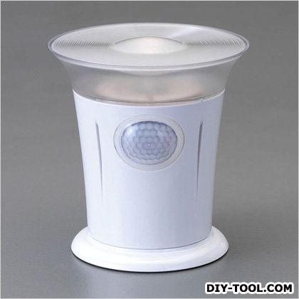 エスコ [単2x4本]LEDセンサーライト(電池式)  φ118×127(H)mm EA864CB-19