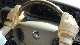 【鹿革ドライバーズグローブ】(半指)しなやかに吸い付く柔らかさの高級ディアスキン採用。