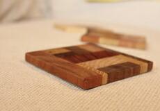 いろんな木の色で作ったオシャレな木製のコースター
