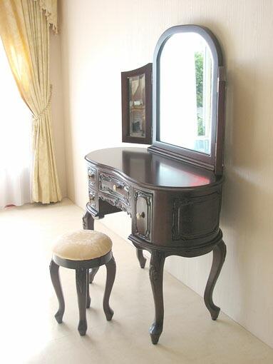红木床搭白色欧式化妆台