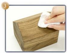 余分なワックスは綺麗な布で拭き取る