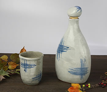 陶器のマイナスイオンボトル・青はけ目