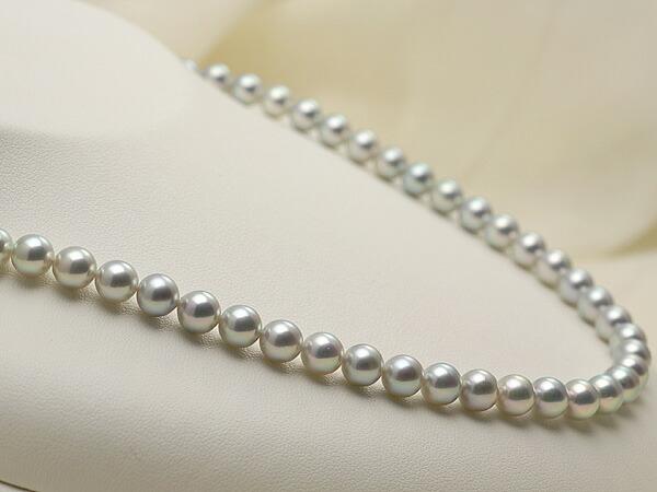 【真珠の本場 伊勢志摩よりお届け】ツヤのある華やかな輝き♪6.5〜7.0mm あこや本真珠シルバーグレーパールネックレス【nc0065】(左側)