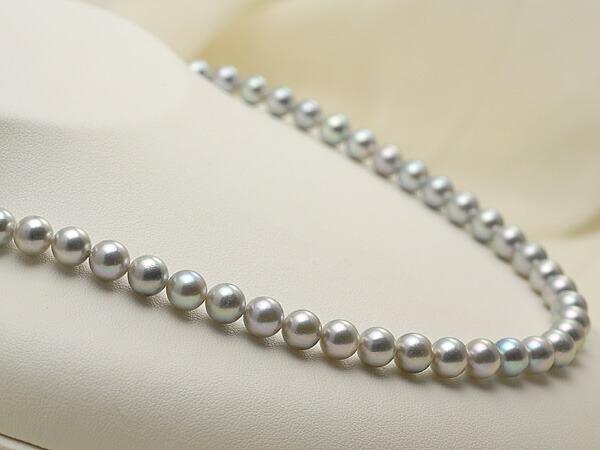 【真珠の本場 伊勢志摩よりお届け】上品なグレーパール♪7.0〜7.5mm あこや本真珠シルバーグレーパールネックレス【nc0117】(左側)