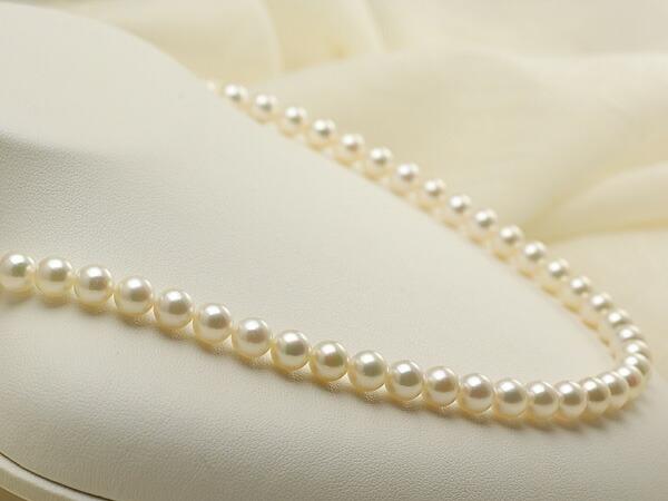 【真珠の本場 伊勢志摩よりお届け】ピンクにほんのりグリーン♪6.5〜7.0mmあこや本真珠 パールネックレス【nc0388】(左側アップ)