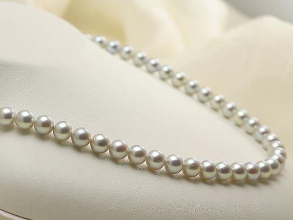 【真珠の本場 伊勢志摩よりお届け】淡いシルバーグレー♪7.0-7.5mm あこや本真珠シルバーグレーパールネックレス【nc0458】(左側)