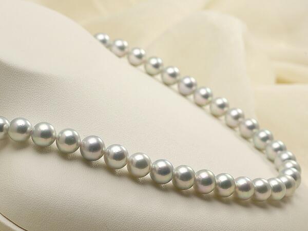 【真珠の本場 伊勢志摩よりお届け】艶やかなグレーの輝き♪8.5〜9.0mmあこや本真珠シルバーグレーパールネックレス【nc0239】(左側)