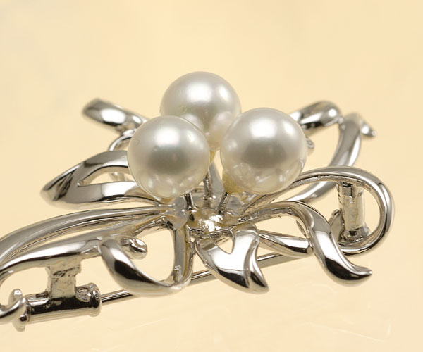 【真珠の本場 伊勢志摩よりお届け】ほんのり淡い上品な色目♪7.0mmあこや本真珠パールブローチ【br0058】