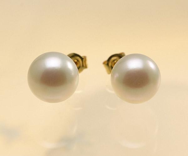 【真珠の本場 伊勢志摩よりお届け】ほんのりグリーンの淡い色目♪8.5mmあこや本真珠パールピアス【pi0085】