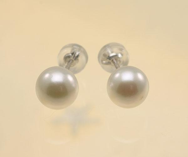 【真珠の本場 伊勢志摩よりお届け】上品で美しいグリーン♪7.0mmあこや本真珠パールピアス【pi0131】