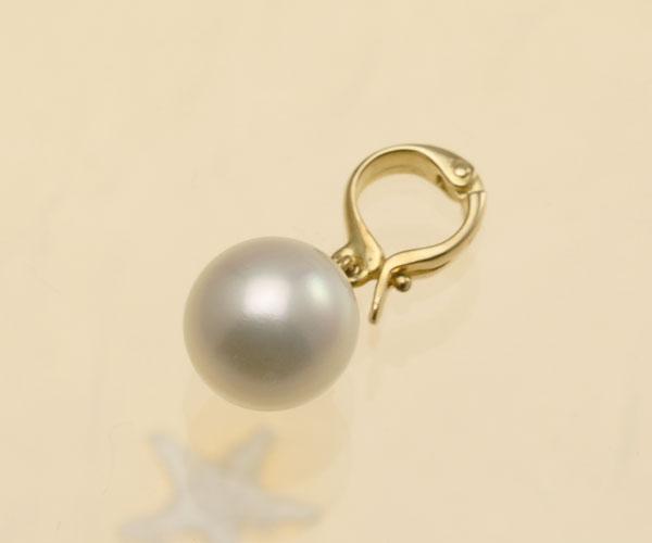 淡いピンクグリーンが美しい♪8.5mmあこや本真珠クリッカー(K18)【cl0045】