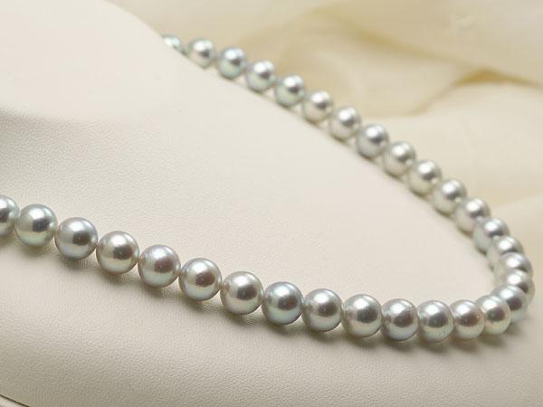 【真珠の本場 伊勢志摩よりお届け】グレーの深みある輝き♪8.5〜9.0mmあこや本真珠シルバーグレーパールネックレス【nc0479】(左側)