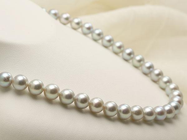 【真珠の本場 伊勢志摩よりお届け】深みのあるグレーが魅力♪8.5〜9.0mm あこや本真珠シルバーグレーパールネックレス【nc0677】(左側)
