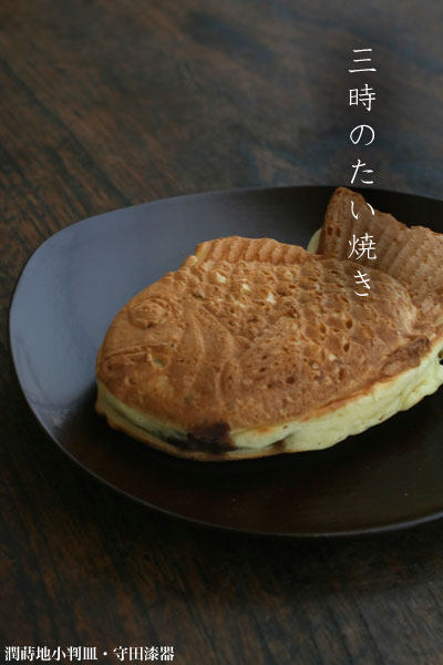 漆器・朱蒔地小判皿