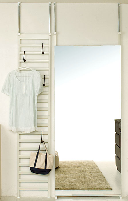 突っ張りはしご型スチールラック 幅40cmクリーム 送料無料