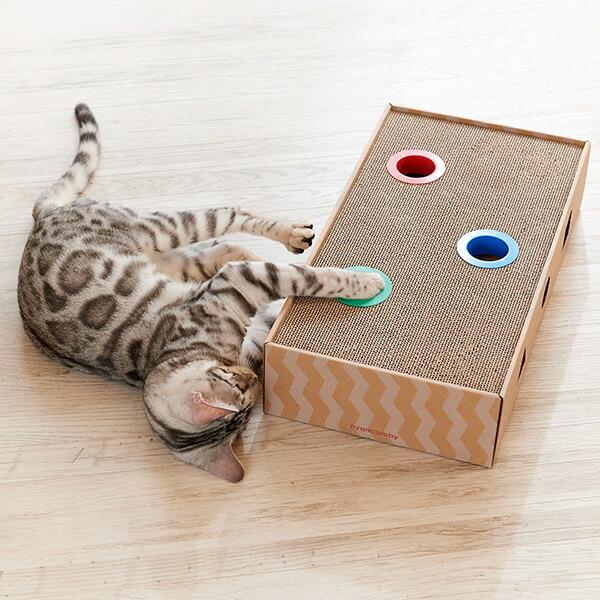 猫の遊び心をくすぐる 爪とぎ付きボールトーイ