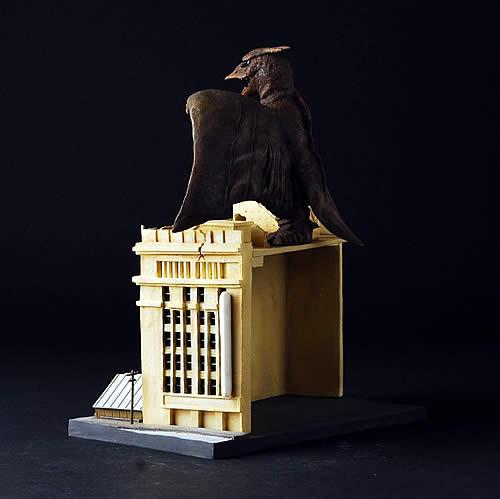 茨木彰氏が語る【SRDラドン】造形秘話 初代ラドンはこれかな。岩田屋はディフォルメせずにかなりリアルに造り込んでしまいました。やはりラドンは黄金のウロコのギドラ、極彩色のモスラに比べて色も造形も地味な感は否めないのでサイズが小さいだけにドン!と見せるにはこれくらいやらないと。