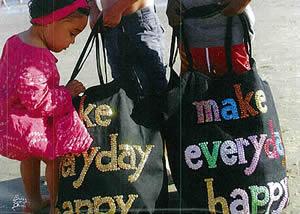 「Make Everyday Happy」はセネガル生まれのデザイナーAissata Malhaireが2005年にフランスで立ち上げたブランドです。 「make〜」というシンプルな言葉の中にとても大切な意味が込められています。