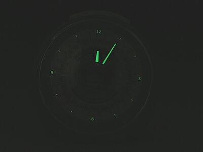 山手線 駅メロ 目覚し時計2は蓄光性夜光塗料で夜間も見やすい設計です。