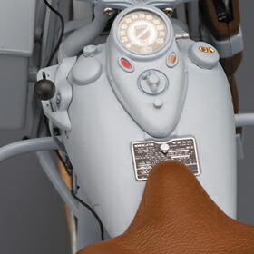 パーツは特注の工作機械で制作、全てハンドペイント仕上です。