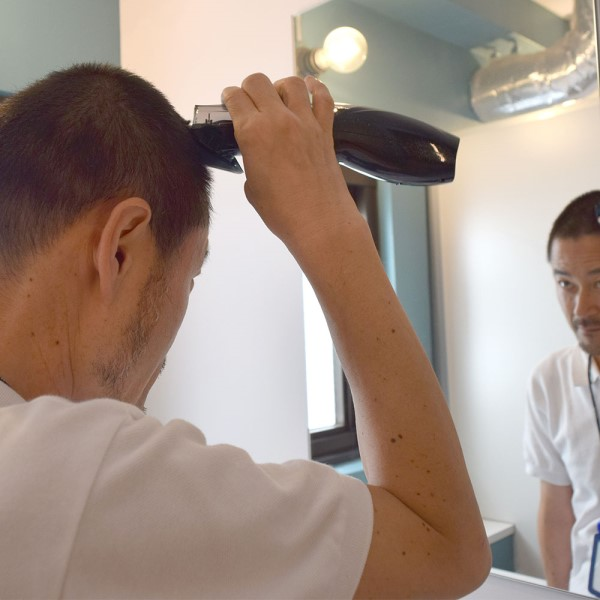 【送料無料】サンコー 吸引する電動バリカン ヘアスイーパー CDCPSHCB バリカン 散髪 充電 子供 大人対応