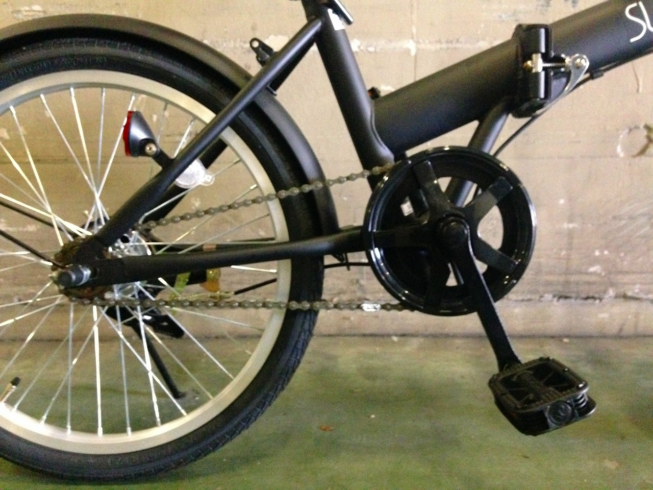 折りたたみ自転車 20インチ ブラック 黒 軽量 折り畳み自転車 男性向け かっこいい サントラスト