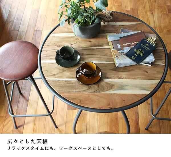 インノーチェ カフェテーブル カップなどを並べた使用例
