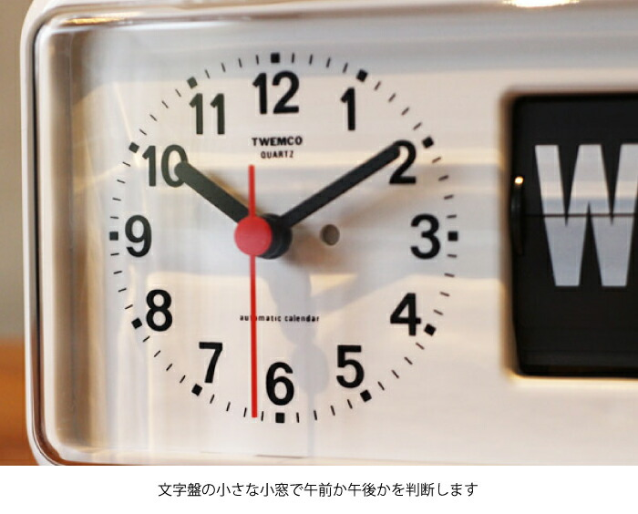 時計の横にカレンダーが付いています