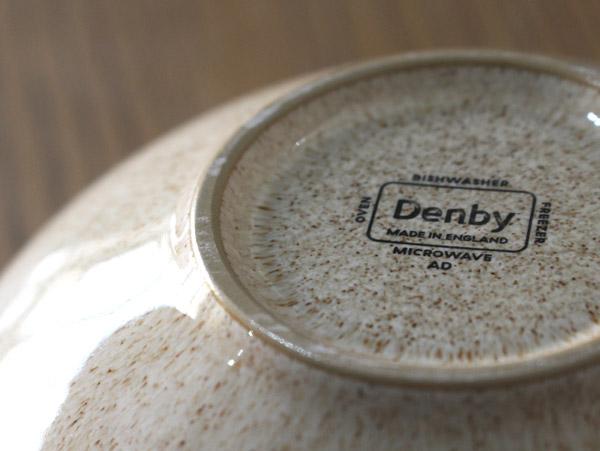 裏側にはDENBY社のロゴ印が入っています。