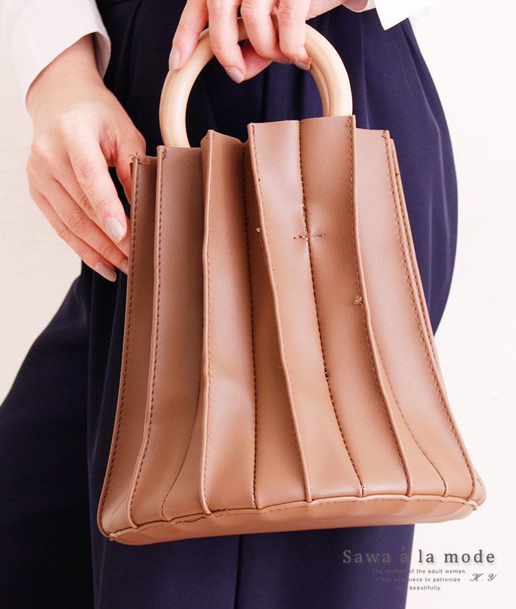 ショルダーストラップ付きフェイクレザーのバケツバッグ