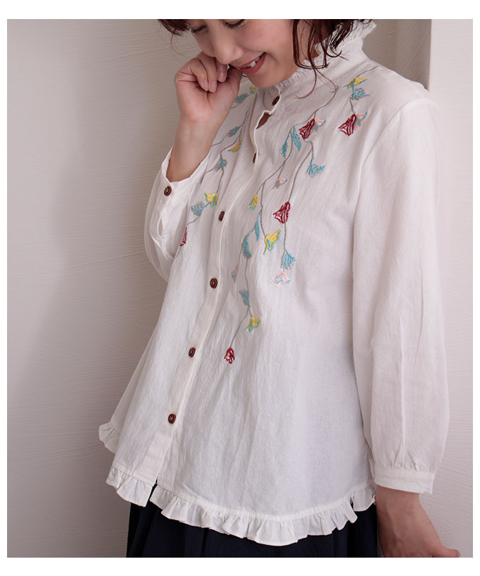 ボタニカル刺繍のフリルカラーシャツ【8月12日8時販売新作】