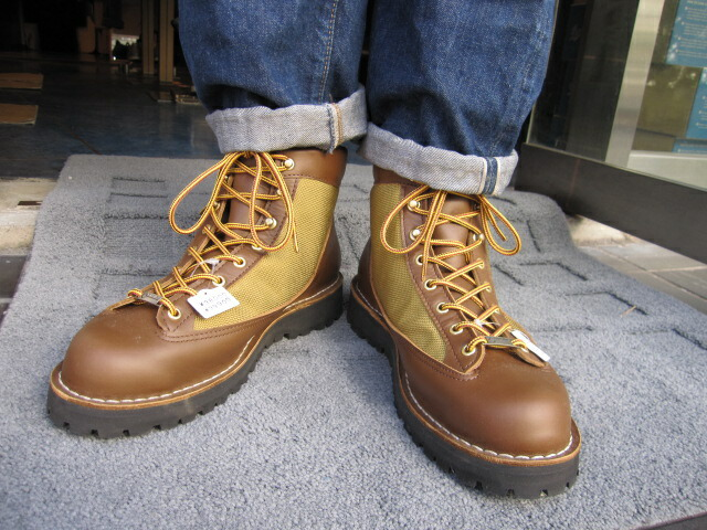 Acoustic The Boots Which Were Equipped With Gore Tex For
