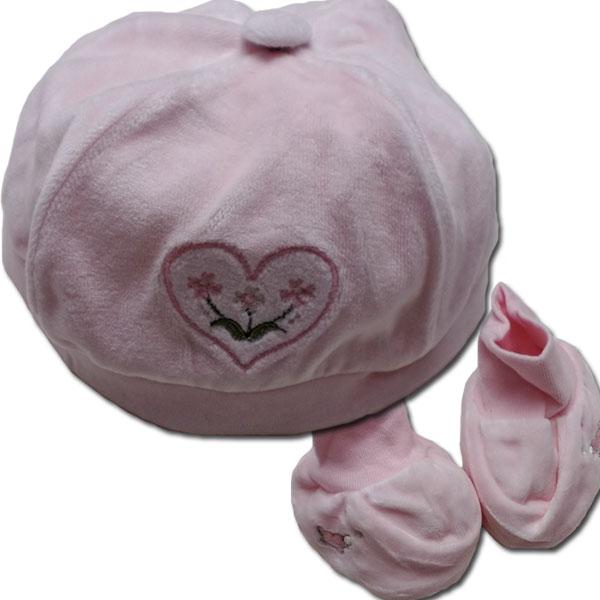ちっちゃくて可愛いベビーちゃんのお帽子+ファーストシューズセットです。