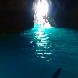 天草青の洞窟