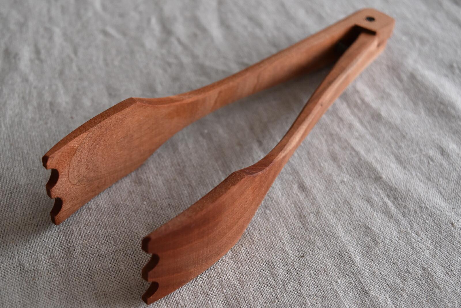 木のトング