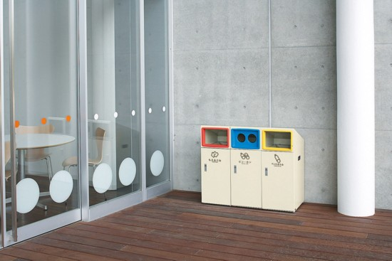 業務用、一般家庭用、各レジャー・イベント施設用に利用できる分別リサイクルボックスのグレー