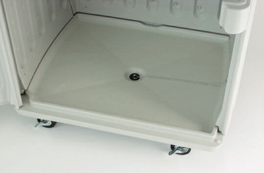 平面はフラットで汚れが付きにくい形状です。また、排水栓付きで丸洗いが可能です。