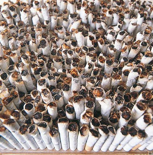 吸殻が約400本から500本分入る大容積です
