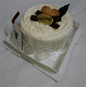 タオルマフラーケーキ:ホワイトガナッシュ