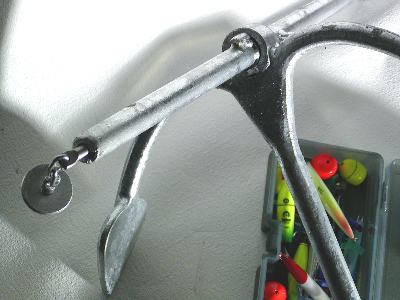 ストックは高強度の「パイプ」を使用。軽量で高把駐を実現