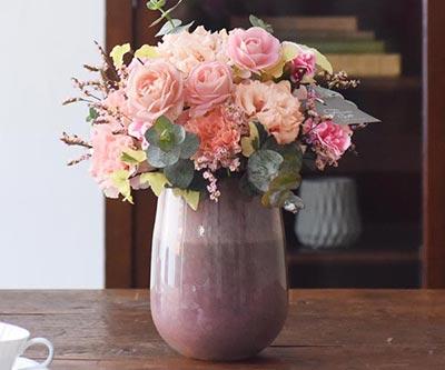 優美なピンク花器アレンジ