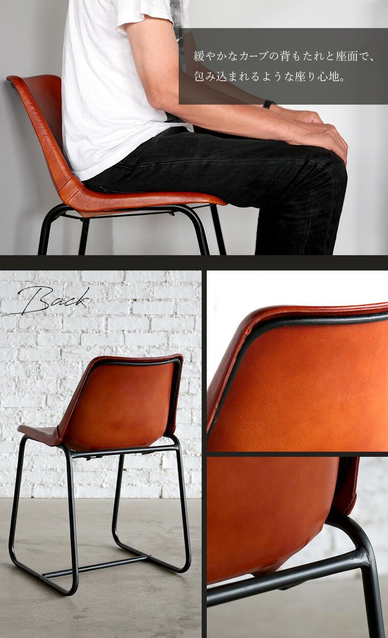 緩やかなカーブの背もたれと座面で、包み込まれるような座り心地。。